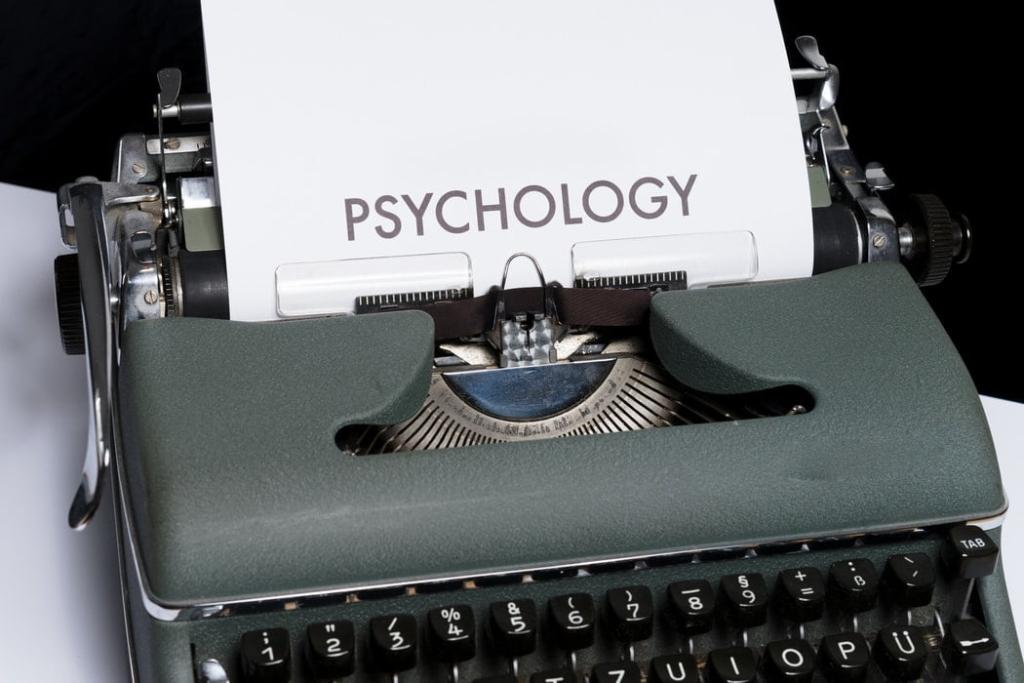 心理学 1024x683 - ヴェブレン効果とは|スノッブ効果・バンドワゴン効果との違いも紹介
