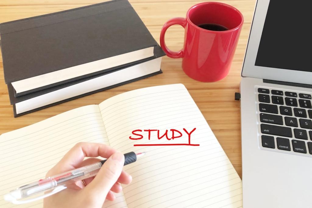 4238079 m 1024x683 - Webライティングに有利な資格7選|効果的な勉強法もご紹介!