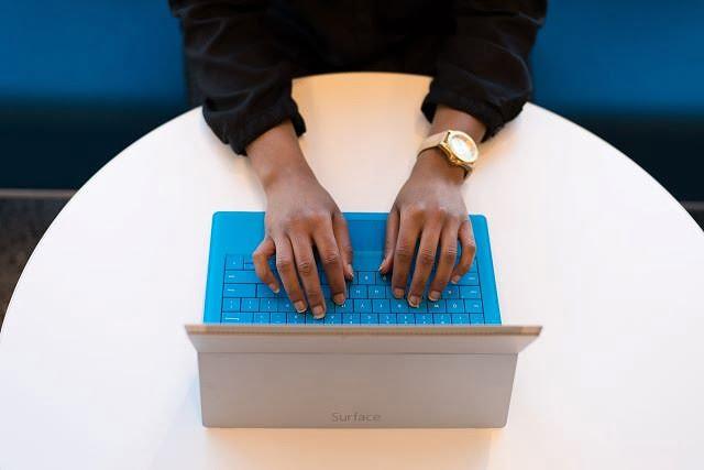 pexels christina morillo 1181208 - タイピング資格を取得して業務スピードを高めよう!おすすめ資格5選