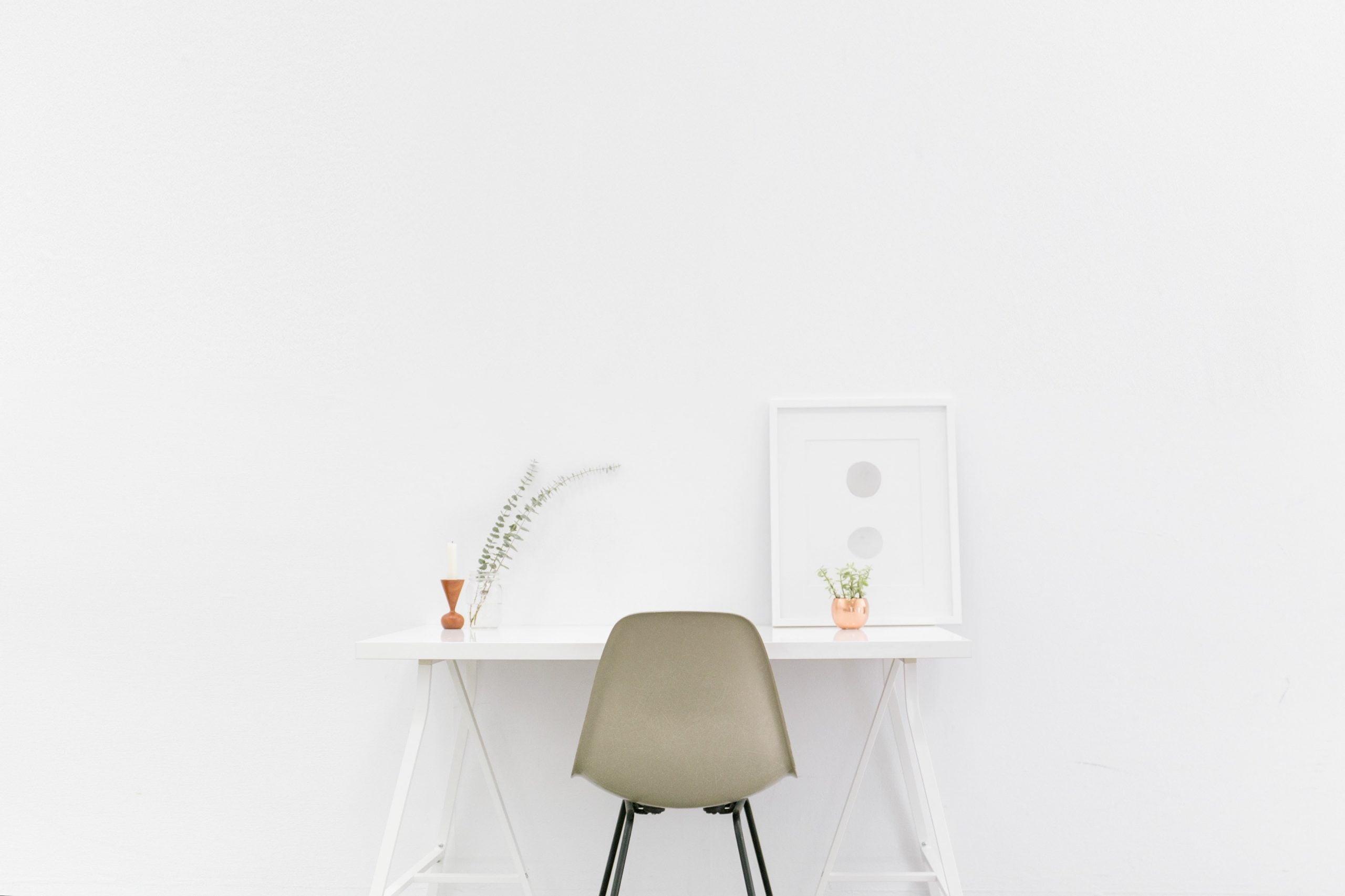 pexels pixabay 509922 min scaled 1 - 個室がなくてもOK!快適な在宅ワーク空間を作る方法|おしゃれデスクもご紹介