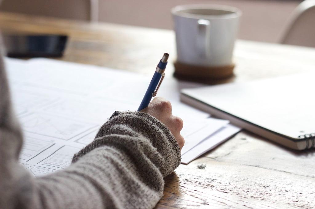 【パラグラフライテイング】効率よく書こう - パラグラフライティングとは?論理的で伝わる文章の書き方5ステップを紹介